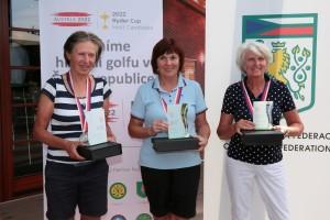 Kategorie Master Seniorek:druhá Tamara Johánková (RGC Mariánské Lázně), vítězná Vlasta Peterková (GC Karlovy Vary) a třetí Marianne Bruinstroop (Nizozemí)